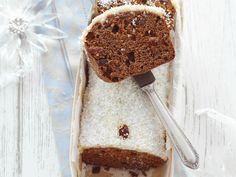 Weihnachtlicher Honigkuchen mit Kokosglasur | Zeit: 45 Min. | http://eatsmarter.de/rezepte/weihnachtlicher-honigkuchen-mit-kokosglasur