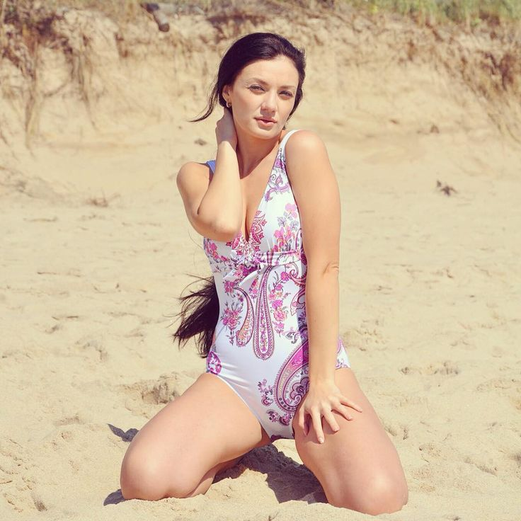 Dreaming of Summer and hitting the beach in this one piece Janine Robin swimsuit ☀️