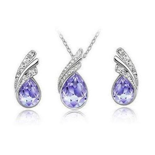 Pisara kaulakoru ja korvakorut violetilla kristallilla  Korun tilaus- ja hintatiedot löytyvät osoitteesta: http://www.samaskoru.fi/tuote/pisara-kaulakoru-ja-korvakorut-violetilla-kristallilla/  #korut #kaulakoru #jewelry #necklace #fashion  www.samaskoru.fi