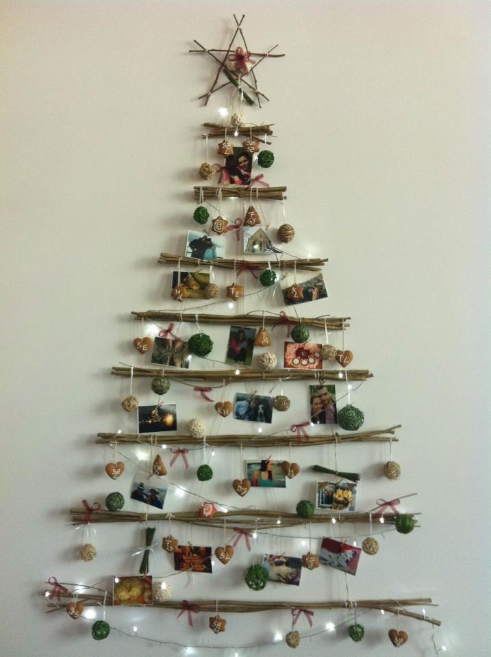 DIY Christmas Tree. So simple and nice. This makes me smile.