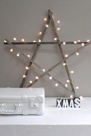 DIY: Maak van 5 houten latjes een grote ster. Wikkel er daarna een snoer lichtjes omheen.
