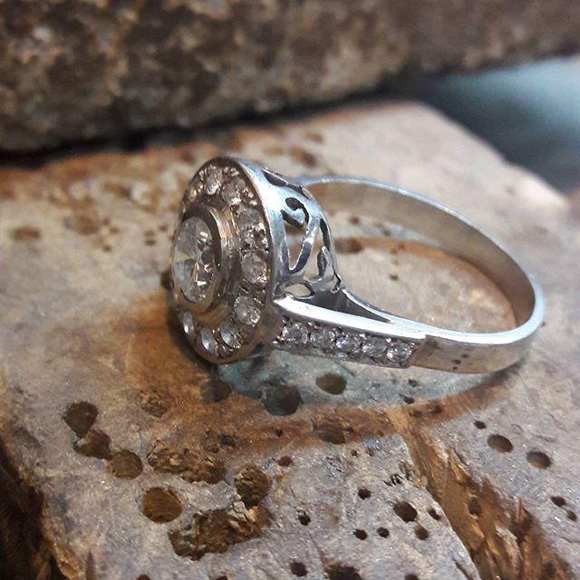Anillo de compromiso!    #novioschile #noviaschile  #instasantiago #compromiso #argollasmatrimonio #joyeriachilena #joyeriareligiosa #instachile #hechoenchile #hechoamano #madeinchile #anillocompromiso #like4like #likeforlike #chilegram #ring #rings #💍