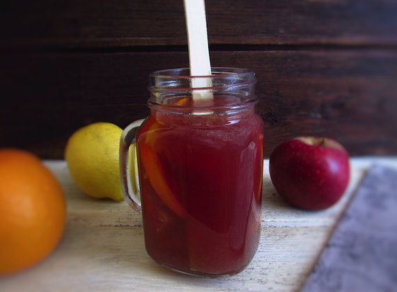 Red sangria | Food From Portugal. If you going to have a party, we have the ideal drink for you! This very pleasant and refreshing red sangria drink have the delicious fruit and cinnamon aromas. Try it!!!  http://www.foodfromportugal.com/recipe/red-sangria/