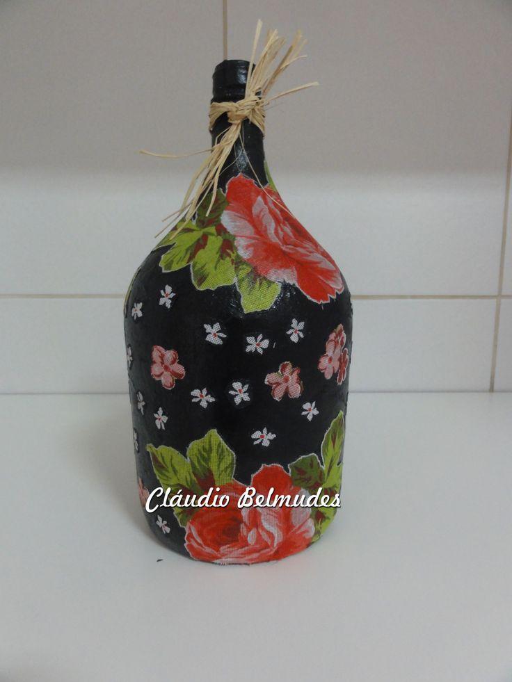"""Garrafão de vinho decorado com pintura e tecido """"chita"""""""