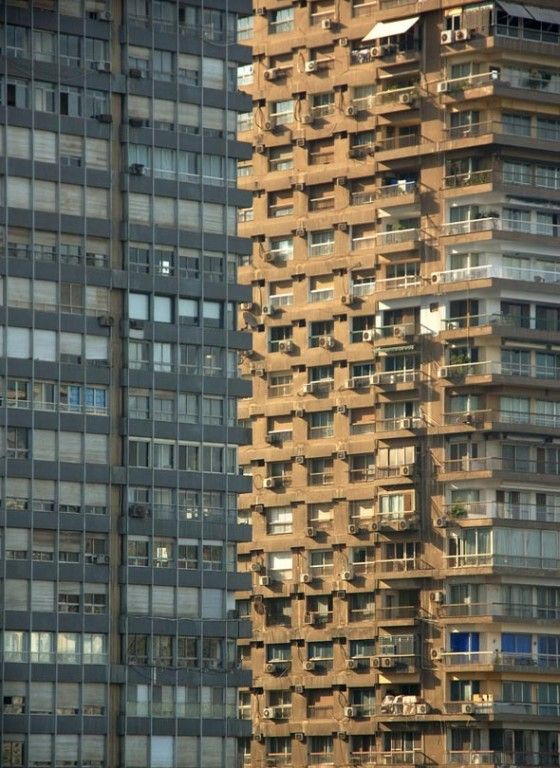 Welk flatgebouw staat vooraan?    Telkens als je denkt dat er een vooraan staat, springt die andere naar voren.