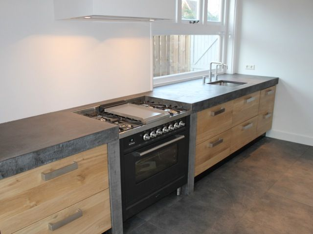 Naturel olie Koak Design Ikea keuken kasten met eiken houten fronten en robuust betonnen blad5