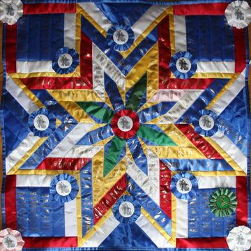 Beautiful ribbon quilt - showthrow.com