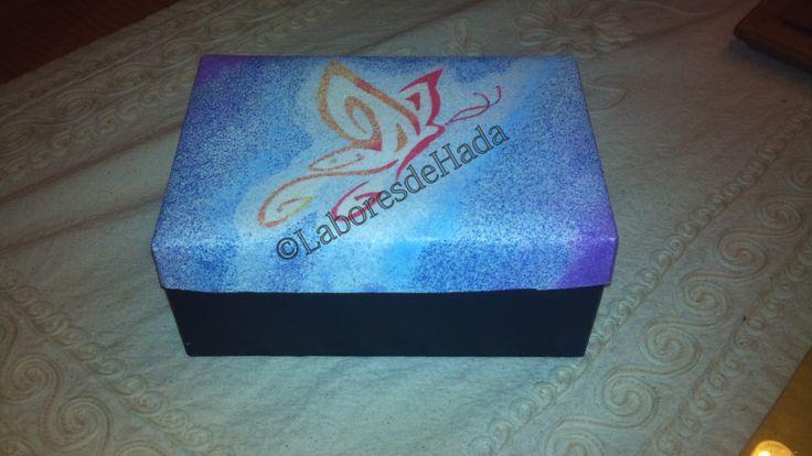 Caja decorada con arenas de colores