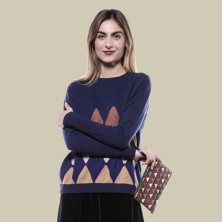 La cura artigianale  e l'unicità di ogni capo ✨Ballantyne ✨ #svgt #cashemere #winter #collection #inverno #multi  #color #pullover #blonde #girl