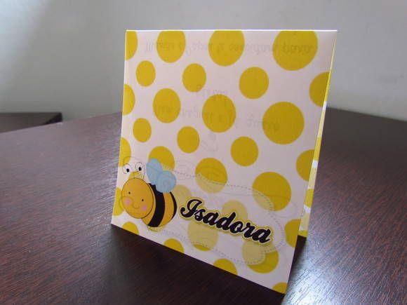 """Convite para aniversário no tema """"Abelhinha""""  O convite é confeccionado com papel couchê sem brilho 180g, impressão de alta qualidade em ambos os lados, espaço para nome do convidado, não acompanha envelope. Medidas dele fechado: 9,5x10,5cm e dele aberto: 9,5x21cm  Opção com Envelope: * Convite + envelope de Celofane + mini adesivo prateado como fecho: R$ 1,90  O texto interno é customizável.  Pedido mínimo de 30 unidades.  Podemos confeccioná-lo em qualquer tema de outros produtos da ..."""