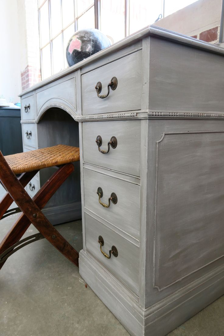 Georgeous Gray Desk: Using White Wax On Furniture