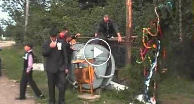 O Desfecho Deste Casamento Romeno Não Podia Mais Insólito… http://www.desconcertante.com/o-desfecho-deste-casamento-romeno-nao-podia-mais-insolito/