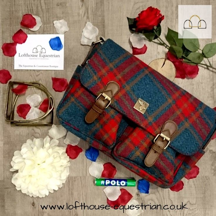 How stunning is this House of Tweed satchel handbag? It is the epitome of country swag and best thing is it's only £34.99! #houseoftweed #country #handbag