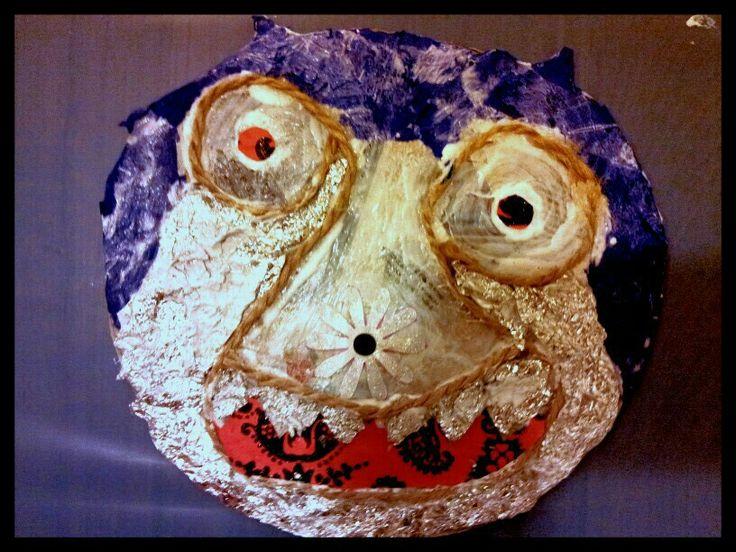 Maschera bruttissima e paurosa realizzata con carta stagnola, lana, strofa e carta. #arte #artivisive #henriolama
