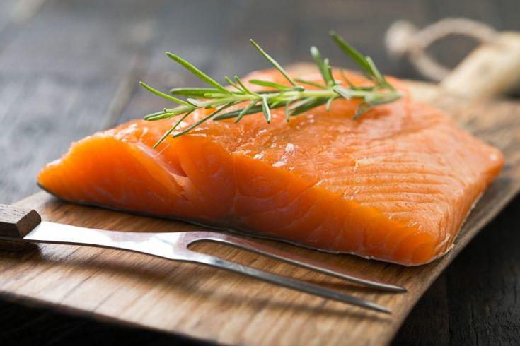 ¿Cómo hacer salmón ahumado casero? Un plato de lujo ideal para una cena o comida especial. La técnica de ahumado casero es sencilla.
