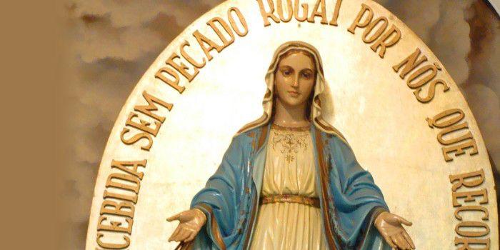 Ó Imaculada Virgem Mãe de Deus e nossa Mãe, ao contemplar-vos de braços abertos derramando graças sobre os que vo-las pedem, cheios de confiança na vossa poderosa intercessão, inúmeras vezes manife…