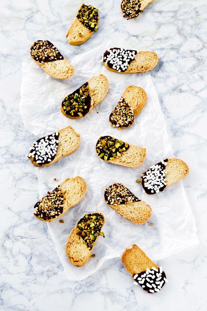 Baicoli, traditional italian cookies recipe - Baicoli traditional italian cookies with chocolate and dried fruit - Biscotti - Baicoli con cioccolato e frutta secca
