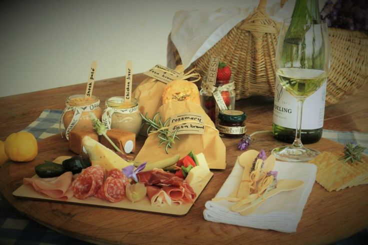 Picnic at Vondeling - Call us to make a reservation. 021 869 8339