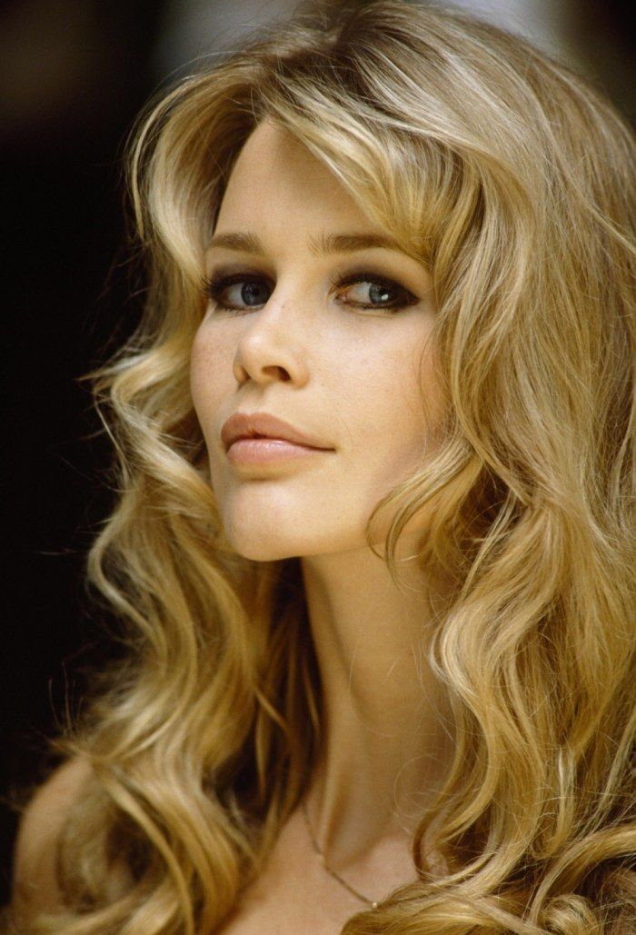 Claudia Schiffer - one of her best ever pics - voluminous sexy hair & perfect for kissing lips