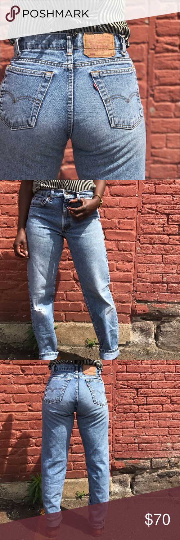 """Vintage Levi 550 Levi 550 in light/medium wash with knee distressing on the right leg. Waist measures 28/29"""" and inseam 30"""". Levi's Jeans Straight Leg"""