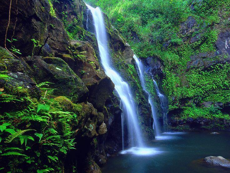 The island of Maui in Hawaiian is the second largest of the Hawaiian Islands.