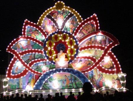 A VESAK ARCH IN SRI LANKA..... | TRADITIONAL FESTIVALS IN ...