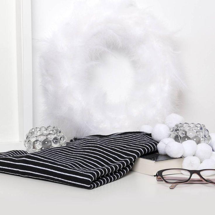 Los clásicos nunca mueren 😍 Black&White #algobonito #algobonitoonline #black #white #stripes #moda #jersey #fashion #lookdeldia #outfitoftheday #ootd