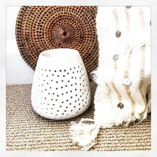Details.... ✨✨✨✨ #moroccanweddingblanket #handira #home #rusticbedroom #bohobedroom #rustichome #rusticdecor #tassel #handmade #interior #instagood #instalike #instalove #instamood #interiors #interior4all #interiorporn #interiordecor #whiteinteriors #whitebedroom #whitehouse #interiorlovers #interiorlove #bohemian #boho #bohohome #bohodecor