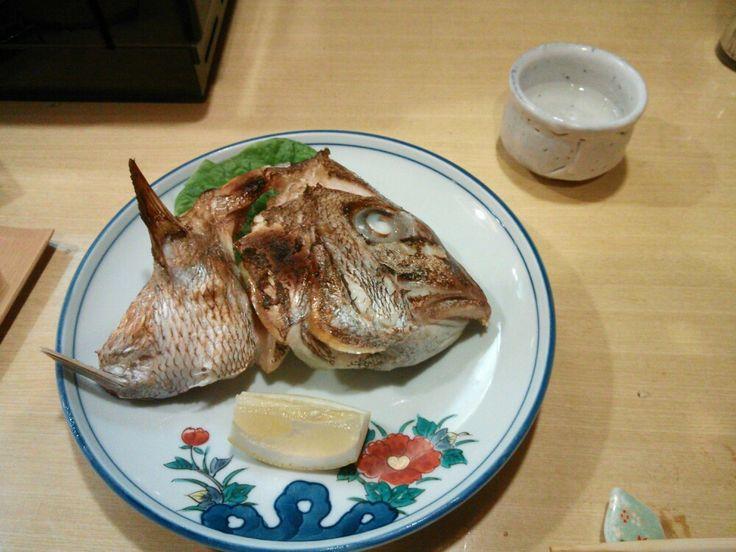 沖家室島産の鯛頭塩焼き