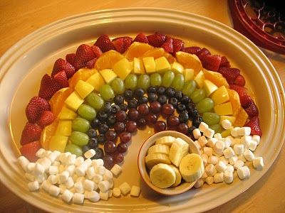 cute idea for St. Patricks day: Fruit Rainbows, Kids Parties, Fruit Salad, Rainbows Fruit Platters, Cute Ideas, St. Patrick'S Day, Pots Of Gold, Rainbows Snacks, Fruit Trays