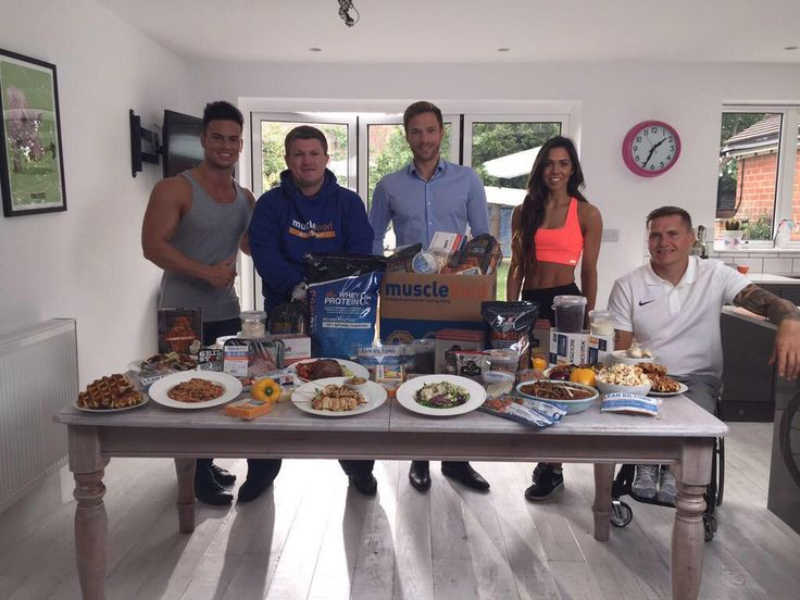 """Ricky Hatton and friends on set for our new TV advert!  """"@MuscleFoodUK this afternoon with @JoelCorry @Thefoodmedic @davidweir2012 @davidweir2012"""" www.musclefood.com"""