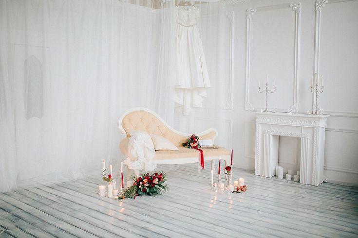 Утро невесты, фотозона с цветами. Цветы, свечи, интерьерная фотостудия, свадьба в Воскресенске, свадьба в Коломне, Фотостудия ROOM, утро невесты зимой.