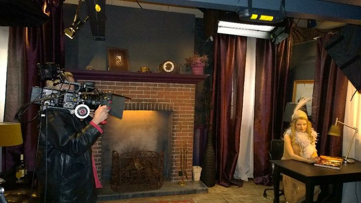 Με την F65 στον ώμο, την πρωταγωνίστρια έτοιμη και το σκηνοθέτη να δίνει την εντολή: Αction! #Sony 4K Event | Pinewood Studios, UK
