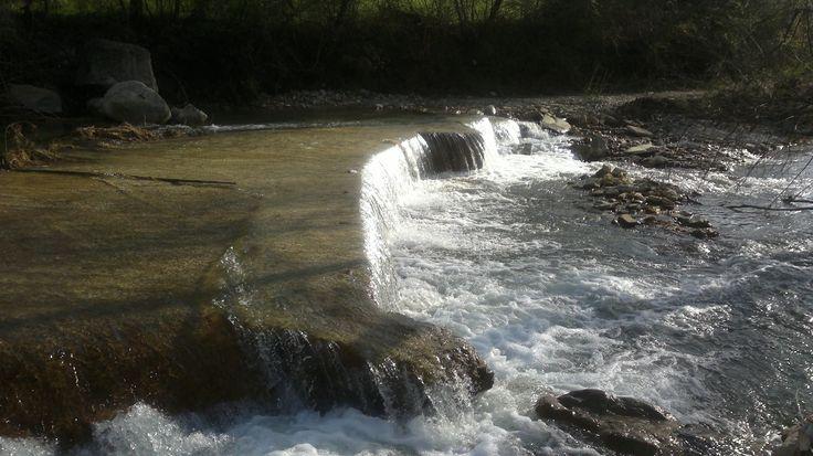 la cascata nasconde una strada