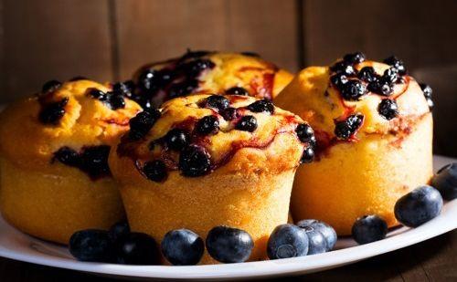 Les muffins, vous les préférez salés ou sucrés ? Bombés et dorés, ces petites merveilles s'emportent partout et se dégustent en une bouchée (ou presque…) !