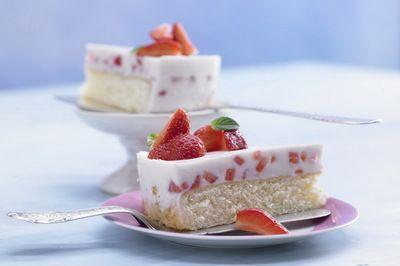 Желейный клубнично-творожной пирог