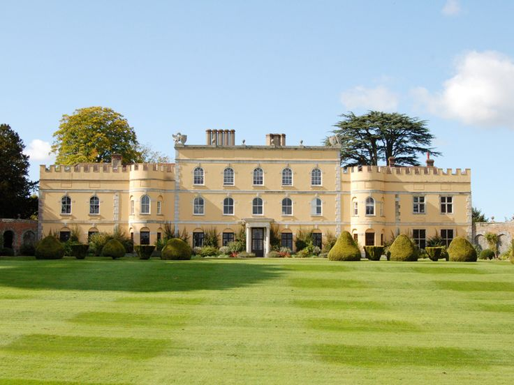 Hampden House Gardens, Misbourne Valley, Buckinghamshire, the perfect exclusive setting for your wedding.