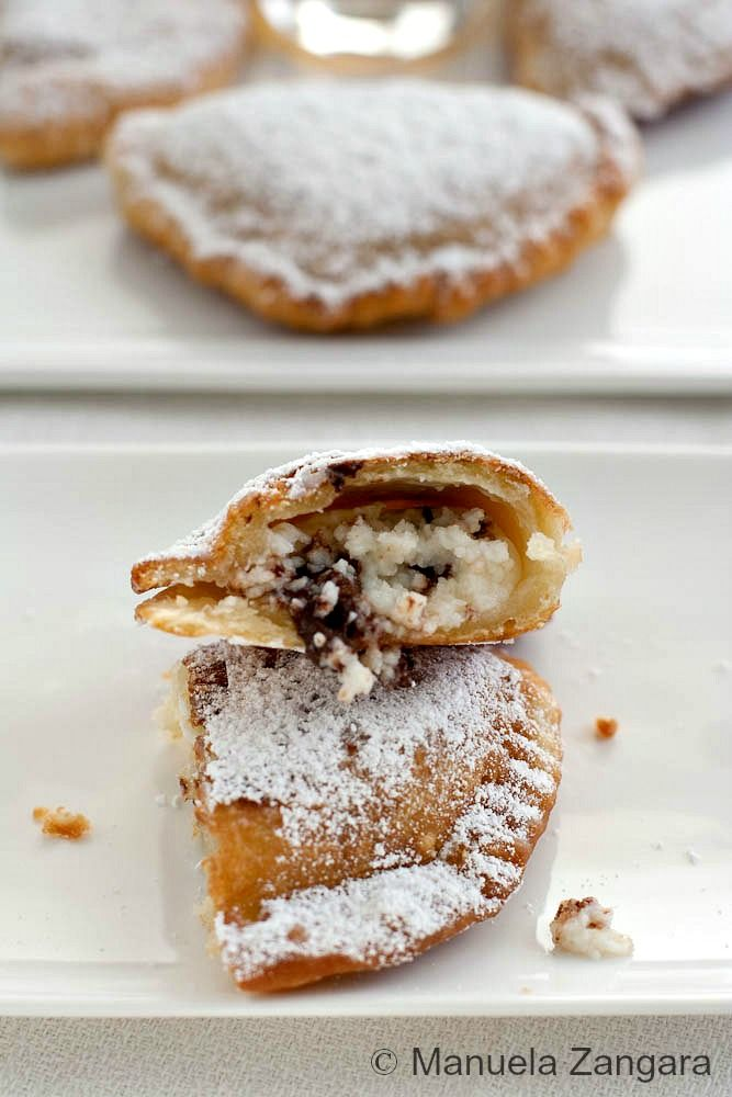 "#Cassatelle (or ""cassateddi"" in #Sicilian dialect) are sweets typical of the town of #Trapani, with ricotta cheese and ...fried, of course! Here the recipe in English: http://www.manusmenu.com/cassatelle-trapanesi . Bon appetit! bebtrapanilveliero.it"