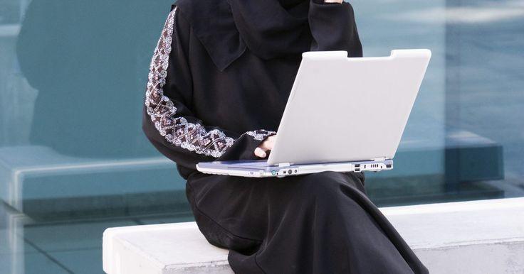 Consejos para salir con mujeres árabes. El cortejo para las mujeres árabes suele ser un proceso que tiene la finalidad de elegir a un esposo adecuado. Hoy en día, muchas mujeres árabes pueden escoger sus propias citas y utilizar Internet para conocer hombres. No obstante, algo que no ha cambiado, es que proteger la virtud y reputación de la mujer mientras se sale con ella sea de vital ...
