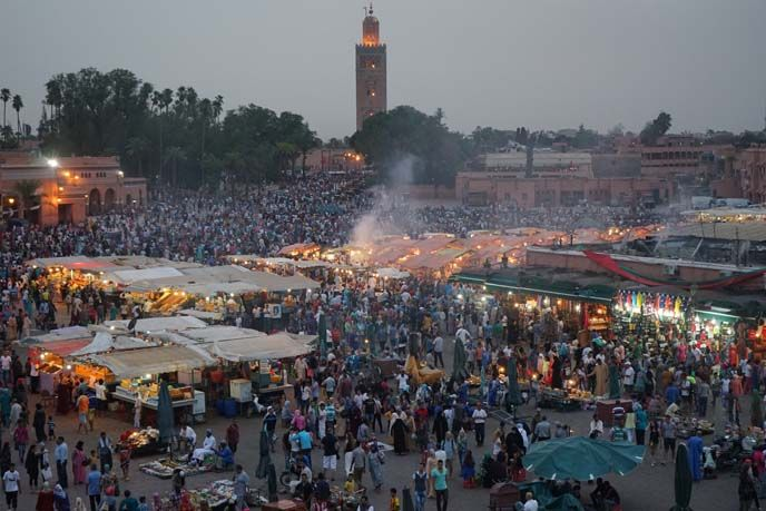 square of the dead marrakech, famous morocco medina, marketplace marrakesh, night markets. More on #lacarmina blog - http://www.lacarmina.com/blog/2016/04/square-dead-marrakesh-morocco-market-jardin-majorelle/
