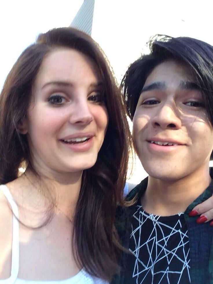 Lana outside the 'Comerica Theatre' in Phoenix, Arizona (Apr. 15, 2014) #funny