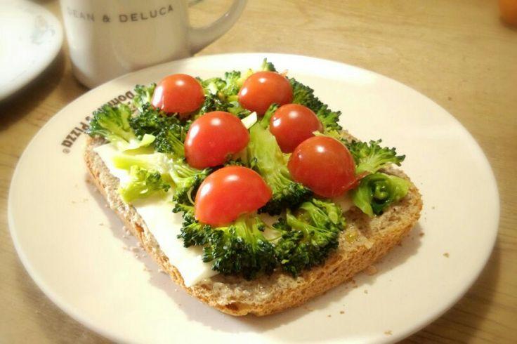 オープンサンド。Open sandwich.