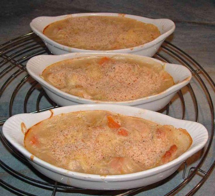 Nous revoilà avec des cassolettes mais cette fois ci, ce sont avec du surimi. Toujours pareil, n'oubliez pas de les passer au four pour ainsi les faire gratiner et vous verrez le résultat sera juste succulent en bouche ! Ingrédients 22 bâtonnets de crabe 50 cl de crème fraiche 5 carottes 1 oignon 2 échalotes …