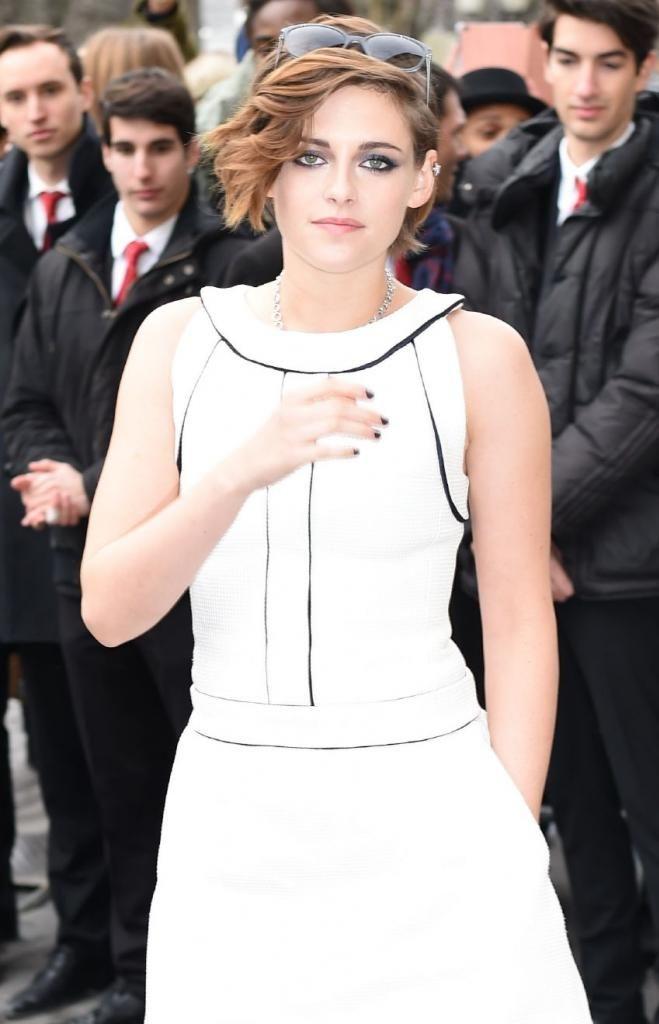 Kristen Stewart - Chanel SS15 Fashion Show in Paris : Global Celebrtities (F) FunFunky.com