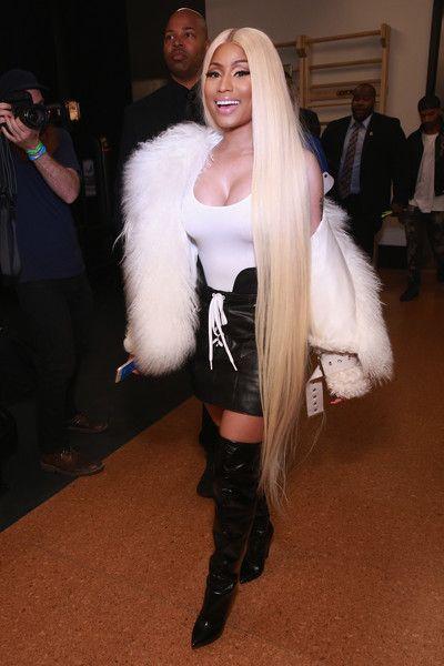 Nicki Minaj S Ankle Length Blonde Hair Summer Hairstyles Nicki