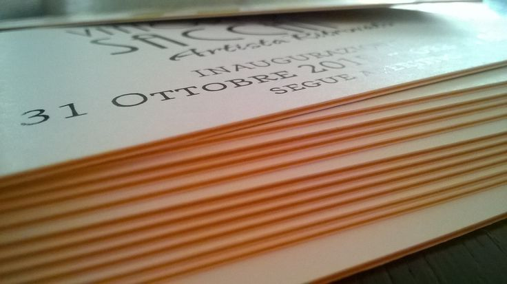 Grafica e stampa. Invito con cartoncino 600 gr accoppiato stratificato colore giallo