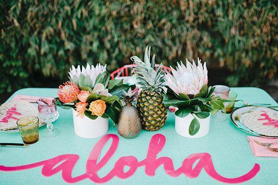 mesa decorada fiesta tropical piña