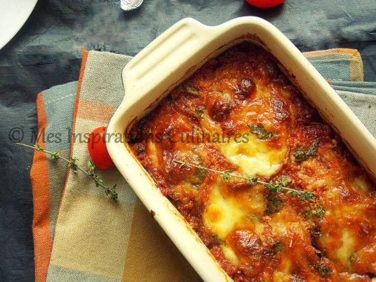 2 aubergines (j'utilise les aubergines italiennes) 5 tomates moyennes (en conserve pour moi) Boules de Mozarella Parmesan 2 feuilles de Basilic Huile d'olive ½ c-a-c de thym seché 1 gousse d'ail
