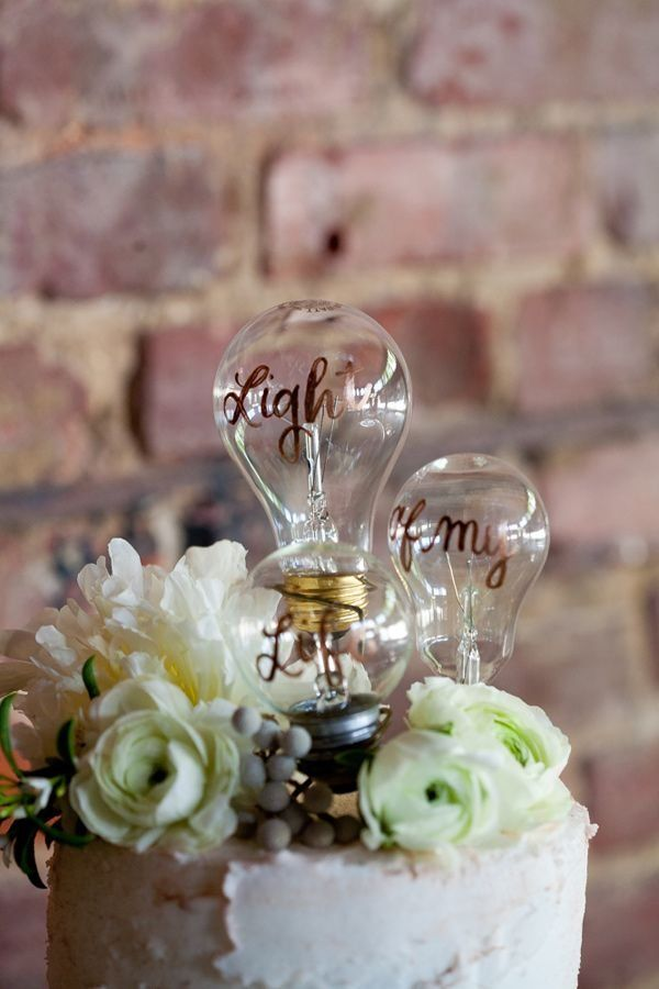 light bulb wedding cake topper / http://www.deerpearlflowers.com/industrial-wedding-ceremony-decor-ideas/2/