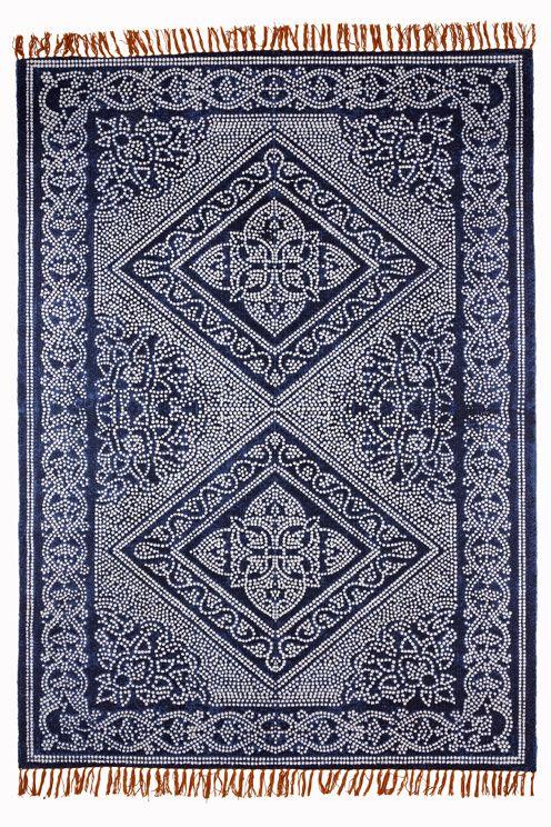 Handvävd bomullsmatta med tryckt mönster. Fransar i kontrasterande färg. Stl 140x200 cm.<br><br>För ökad säkerhet och komfort, använd halkskyddsmatta som håller din matta på plats. Halkskyddsmattan finns i flera olika storlekar. <br><br>100% bomull<br>Rengörs genom dammsugning/skumtvätt